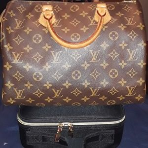 Louie Vuitton Authentic Speedy